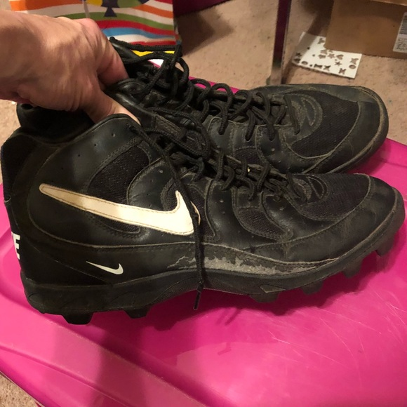 Men's size 11.5 Nike hi top cleated shoes ball w